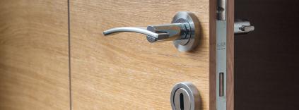 Las Vegas Commercial Locksmith Wooden Door Example.